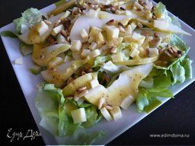 Салат из кедровых орешков, сыра и груш