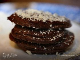 Шоколадные оладушки со взбитыми сливками