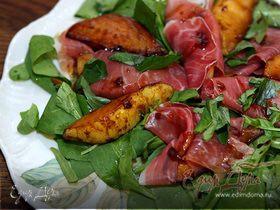 Салат из шпината с грушами и пармской ветчиной