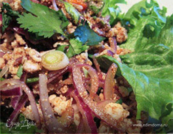Таиландский горячий салат с курицей