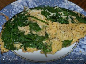 Взбитые яйца со шпинатом, сыром и майораном