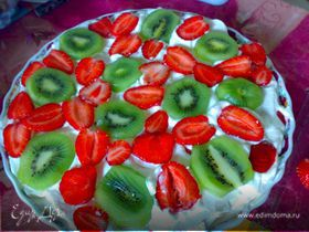 Легкий торт с фруктами в креме