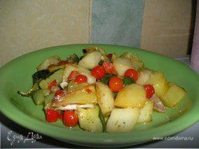 Картофель, жареный с цукини и помидорами черри