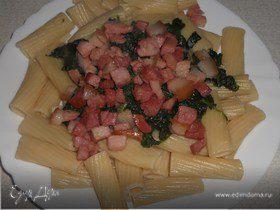 Паста со шпинатом и грудинкой