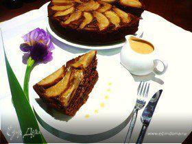 Грушево-имбирный торт с карамельным соусом