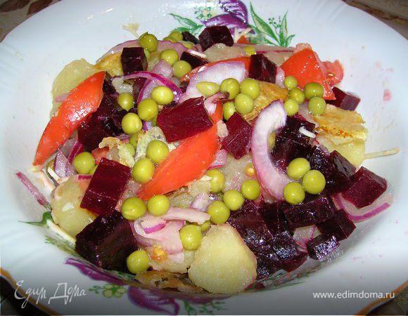Теплый картофельный салат с крымским луком