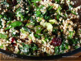 Пикантный салат с гречкой и клюквой