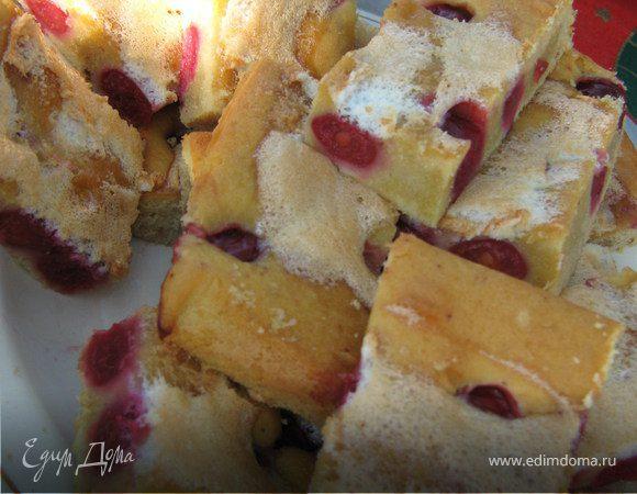 Бисквитные квадратики с вишней