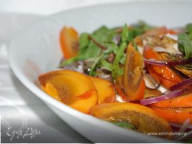 Салат из курицы с хурмой