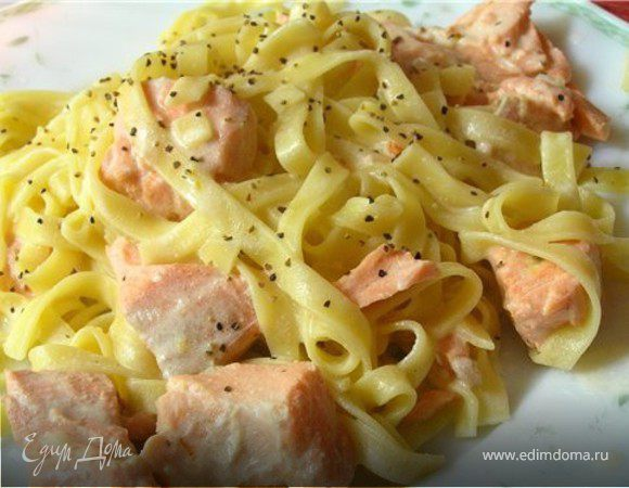 Домашняя лапша с лососевым соусом