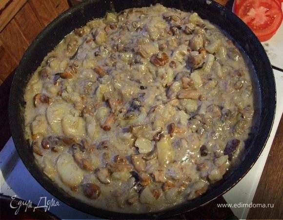 Грибы и картофель, запеченные в сметане