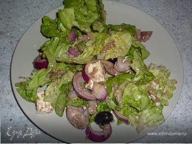 Салат-ассорти с тунцом и сыром