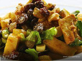 Салат с куриной грудкой и кари