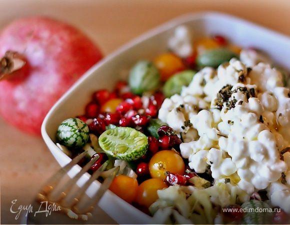 Салат из творога, граната и огурцов