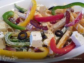 Средиземноморский салат с макаронами