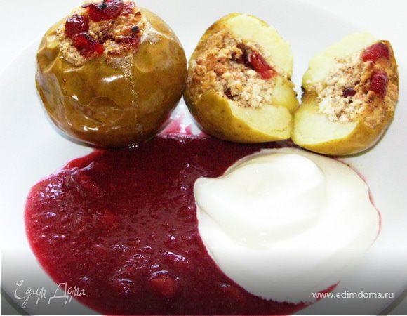 Яблоки запечёные с творогом и вишней.