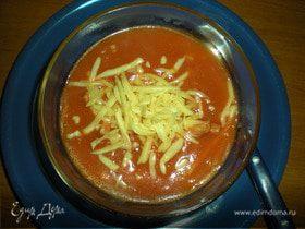 Томатный суп с сыром и копченостями
