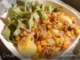 Теплый картофельный салат с чечевицей