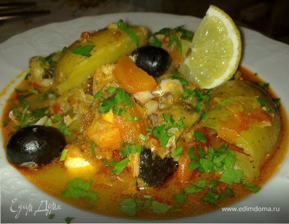 Тажин из белой рыбы с картошкой, черри и оливками