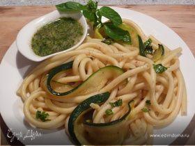 Спагетти с цукини и миндально-чесночным соусом