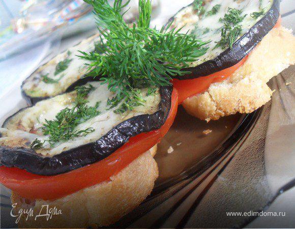 Башенки из баклажана, помидора и сыра
