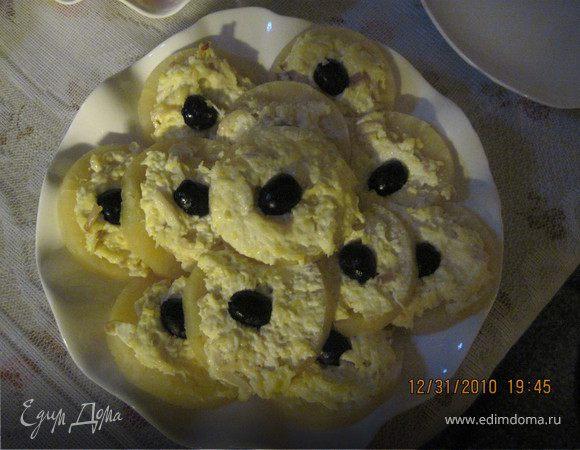 Ананасовые кольца с яично-сырной начинкой.
