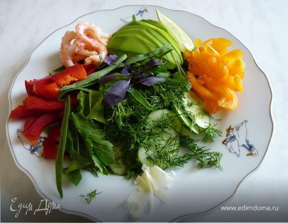 Салатный микс с авокадо и креветками