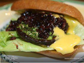 Сэндвич с портобелло, шалотом и чесночным майонезом