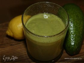 Сок из авокадо, ананаса и лимона
