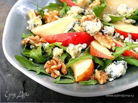 Салат из груши с голубым сыром под соусом Vinaigrette