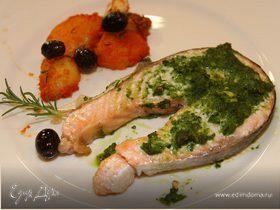 Филе семги с базиликом, оливками и картофелем