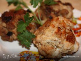 Котлеты из рубленого куриного филе с хлебом.