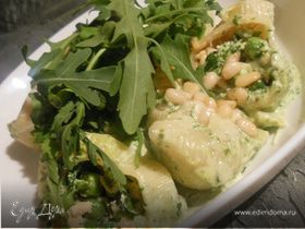 """Паста """"ракушки"""" с семгой, зеленым горошком и пряным соусом из руколы"""