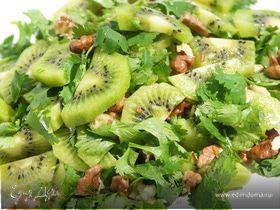 Салат из кинзы,киви и грецких орехов.