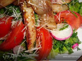 Салат с овощами и белой рыбой