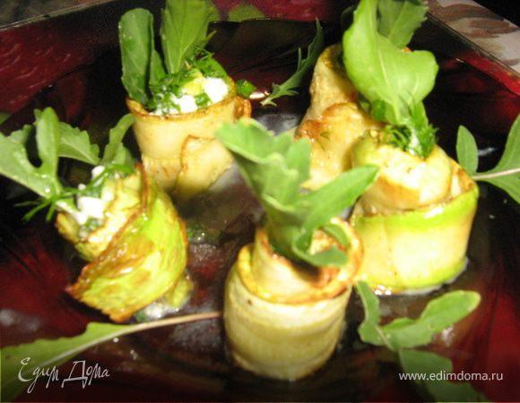 Легкая закуска из кабачков, зелени и руколы