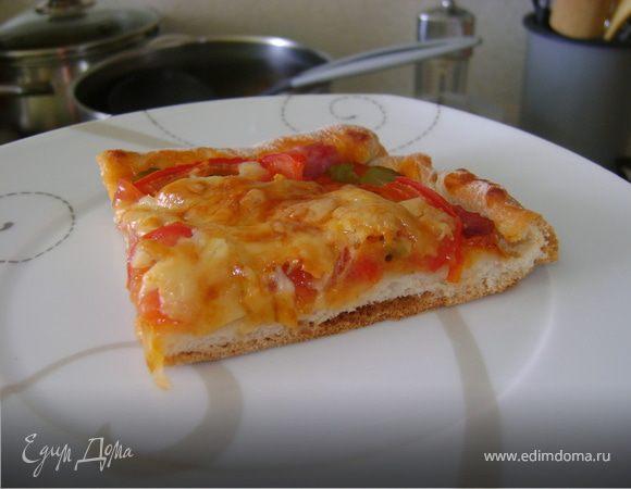 Золотистая пицца с ветчиной