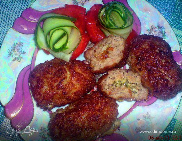 Мясные зразы с зеленью, чесноком и сыром