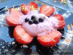 """Легкий десерт """"Ягоды в сливочном соусе"""""""