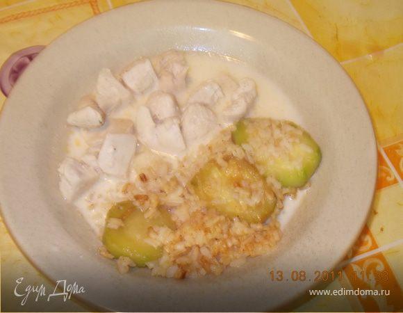 Тушёная курочка с рисом и кабачком