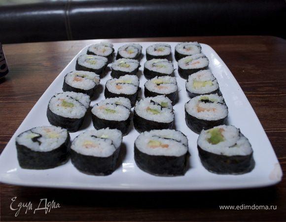 Суши роллы с красной рыбкой