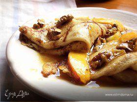 Крепы с карамелизированными персиками,грушами и грецкими орехами