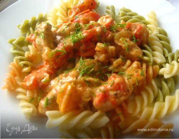 Курица с овощами в сметано-томатном соусе