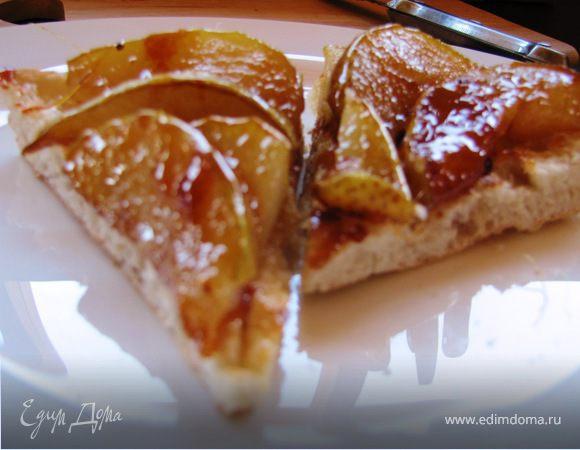 Десерт из карамелезированной груши и лепешки