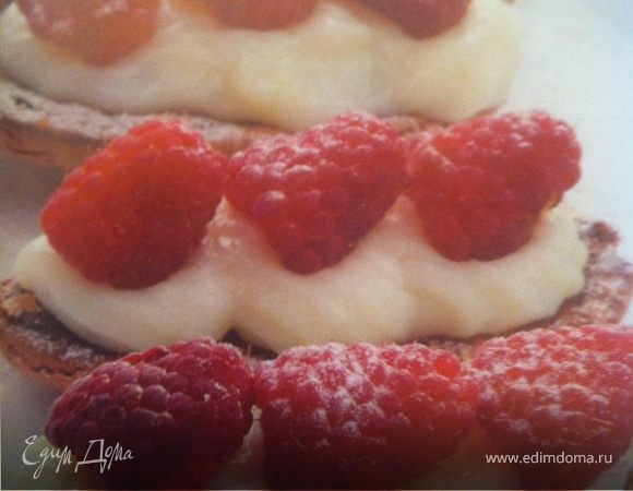Печенье миндальное с ягодами