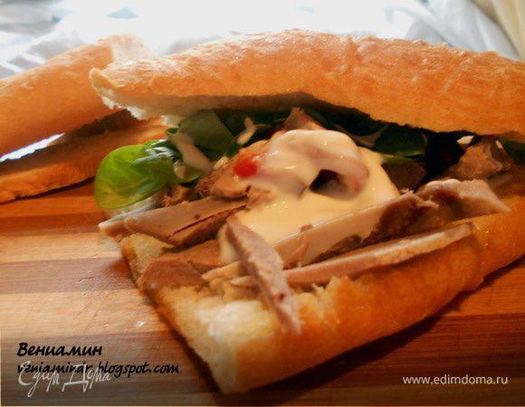Сэндвич с корном, языком и запеченым перцем