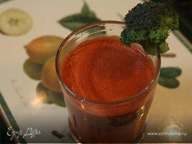 Сок из брокколи с помидором, огурцом и сладким перцем