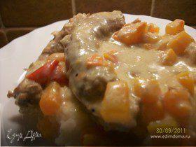 Куриные шейки с овощами в сметанном соусе