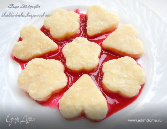 Ленивые вареники с ягодным соусом