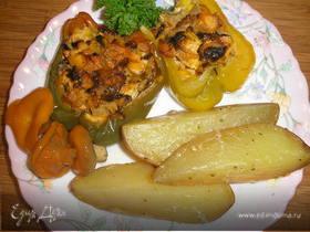 Куриная грудка с опятами, запеченная в перцах, с картофелем
